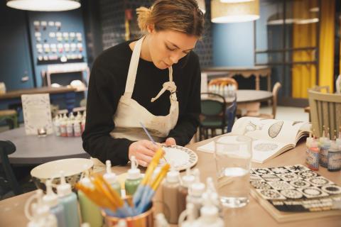 Drejning och keramikmålning kompletterar aktivitetsutbudet på Tolv Stockholm