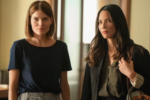 The Rook -  Emma Greenwell og Olivia Munn