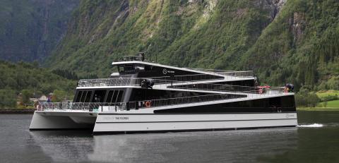 "Preisverleihung: Abgasfreier Sightseeing-Katamaran für Norwegens Welterbe Nærøyfjord ist ""Ship of the Year 2016"""