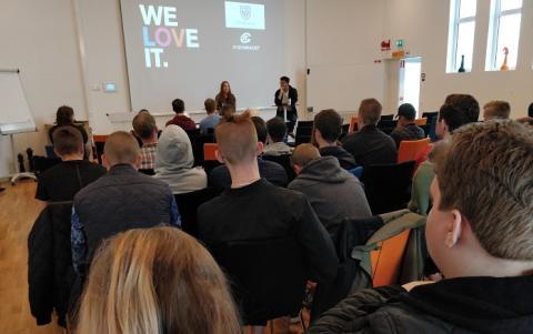 Gymnasieelever möter branschen på gemensam IT-mässa