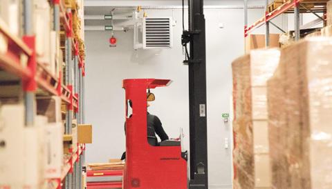 Fläktluftvärmaren SWH värmer det 3000 kvm stora lagret hos Bagaren och Kocken