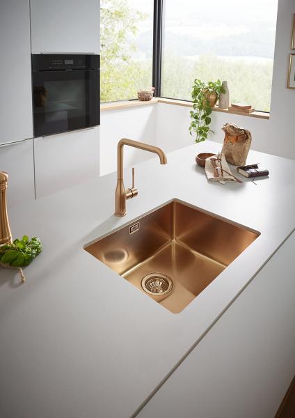 Matchende håndvask- og køkkenarmatur i farven brushed Cool Sunrise