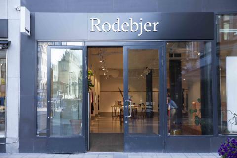 Världspremiär för Rodebjers nya kampanj i Bibliotekstan