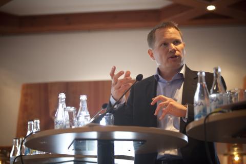 """""""Lyft ur notan för läkemedel ur landstingens budgetar"""", säger Niklas Karlberg"""