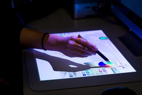 Bruk av berøringsmatte for å endre farge på et object, Teknologiskolen Hundsund