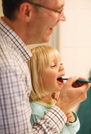 Barn borstar bäst med vuxens hjälp