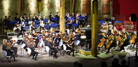 Orchesterkonzert mit 100 jungen Musikern