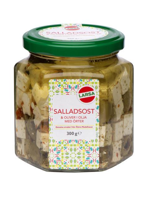 Tärnad salladsost & oliver i olja med kryddor