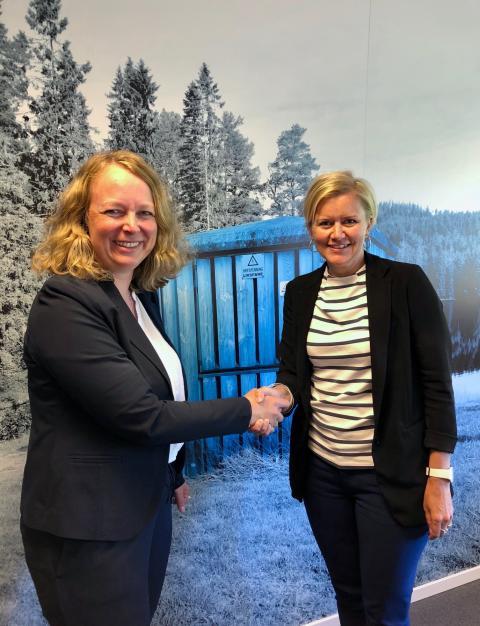 Ingunn Ettestøl, AFK og Hilde Landsem, Powel etter kontraktsignering