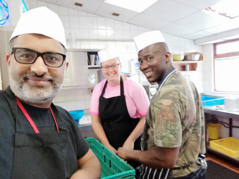 Thameslink colleagues serve up lunch at Luton homeless charity