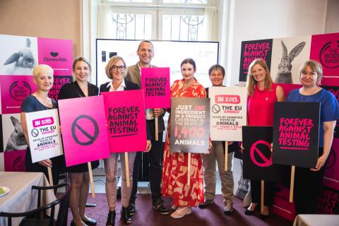 Varmt mottagande för Forever Against Animal Testing på seminarium i Sveriges riksdag!