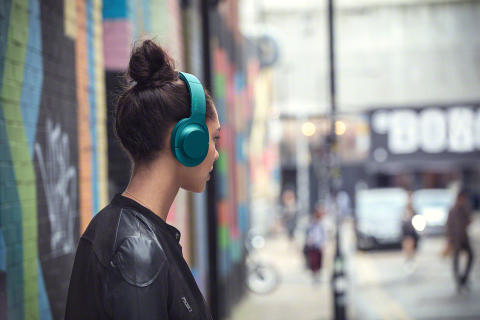 MDR-100ABN de Sony_Lifestyle_04