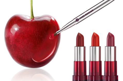 Möt sommaren med Sheer Botanical Lipstick. Med 100% naturlig körsbärsolja för bättre glans och lyster