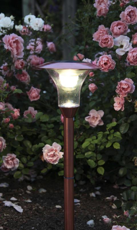 Solcellsladdad gånglampa med ljus- & rörelsesensor, koppar