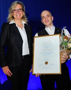Mark Voorneveld tilldelas Partnerprogrammets Forskarpris vid Handelshögskolan