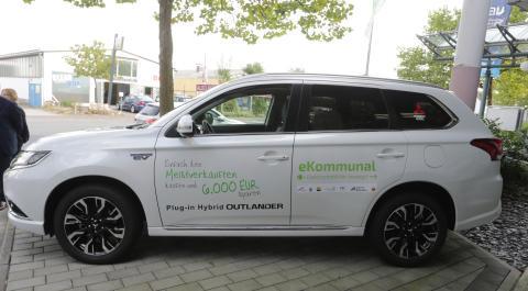 Übergabe im Rahmen der eKommunal - Elektromobilität bewegt!