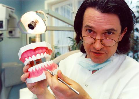 Zahnzusatzversicherungen boomen:  Nicht nur an Zahnersatz denken