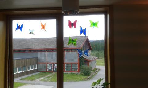 Utsmykking av barnefløy på Valnesfjord Helsesportssenter