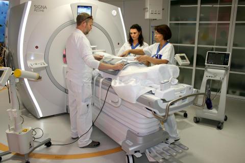 Akademiska och Uppsala universitet först med integrerad PET/MR-kamera