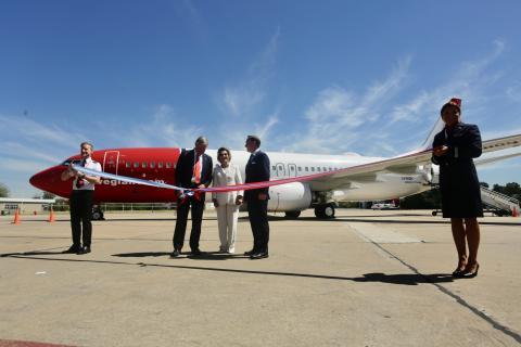 Norwegian presentó su primer avión con matrícula argentina ante la presencia de los reyes de Noruega