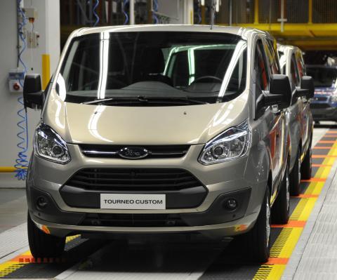 Ensimmäiset täysin uudet Ford Transit Custom ja Tourneo Custom –mallit rullasivat ulos tehtaalta