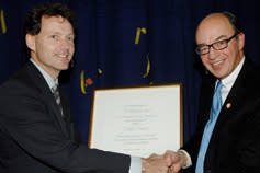 David Domeij tilldelas Partnerprogrammets Forskarpris vid Handelshögskolan