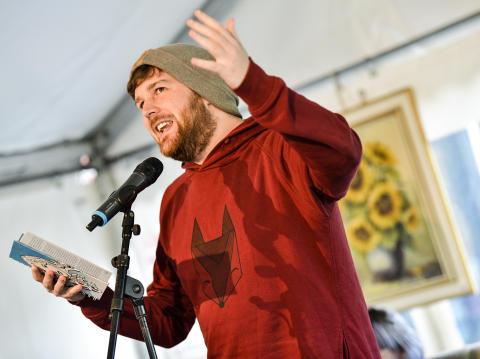 Poetry Slam mit Malte Küppers von WortLautRuhr beim Spätsommerfest.