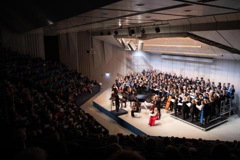 Chor des Collegium Musicum und Pariser Orchester La Grossa boten gemeinsam die europäische Uraufführung der Originalfassung der Misa Tango im Audimax der Universität Trier dar.