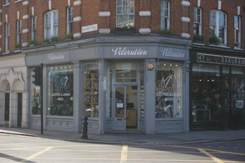 Hövding launches in premium UK cycling stores