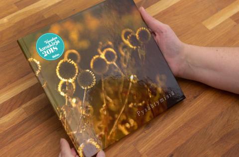 Ifolorin kuvakirjakilpailu jälleen menestys – voittokirja Pysähtymisiä hurmaa herkkyydellään ja tarjoaa tärkeän oivalluksen