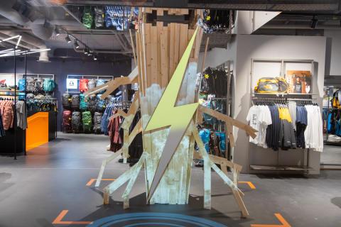 Die  Vernetzung von Online-Shopping und dem stationären Handel gehören zum neuen Einkaufserlebnis im SportScheck Store in Hamburg.