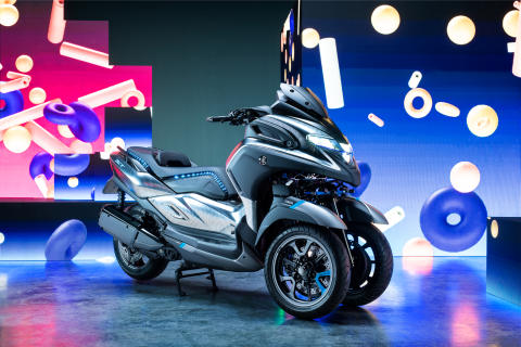 "Yamaha Motor Exhibits 3CT LMW Commuter Prototype at EICMA - Next Step in LMWs Embodies ""Growing World of Personal Mobility"" -"