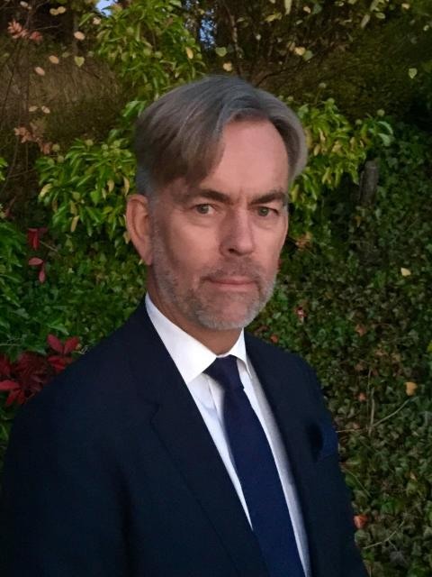 Hans Uhrus, Investor Relation Manager