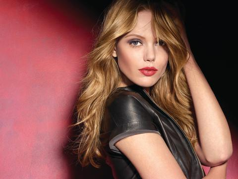 Frida Gustavsson er det nye ansiktet til Maybelline NEW YORK