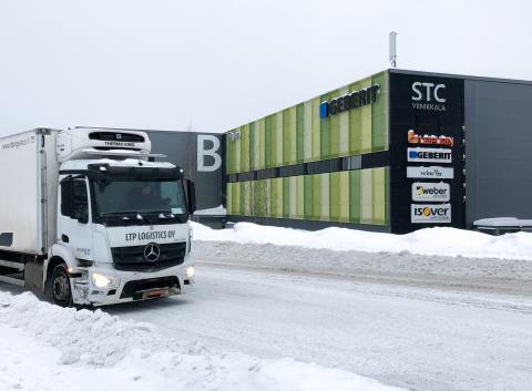 Suuri logistiikkakeskus vaihtoi maalämpöön: päästöt supistuvat 60 %