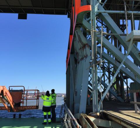 Fartyg körde på Götaälvbrons påseglingsskydd