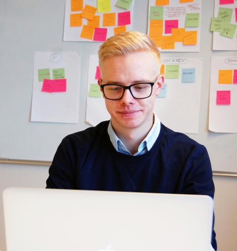 Alexander vill kombinera passion med UX-design