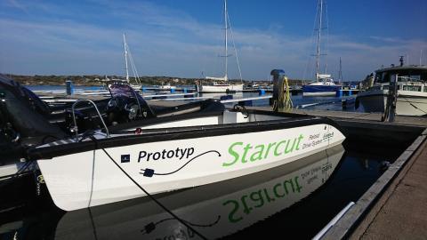 Ny eldriven planande båt och ny laddstation vid Hällevik Yacht Club, Hälleviksstrand Söndag 5 augusti