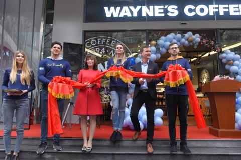 Wayne's Coffee har öppnat sitt första kafé i Kina