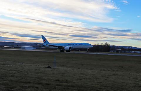 Korean Air Cargo lander på Avinor Oslo lufthavn