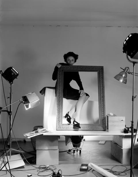 Ateljéfotografering, Hästens skor för Skobranschrådet, 1947. Foto Kerstin Bernhard, Nordiska museet.