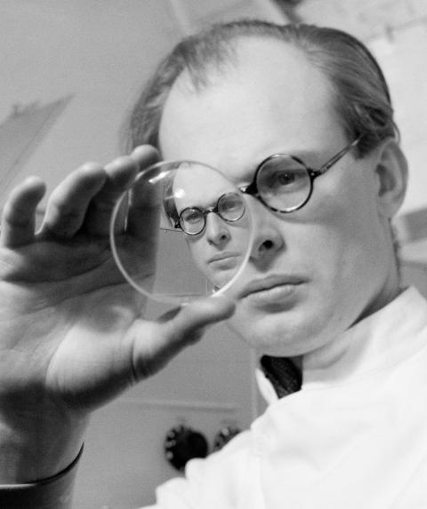 Menisk. Fotografens bror Carl Gustaf Bernhard, neurobiologi och professor i fysiologi, 1939. Foto Kerstin Bernhard, Nordiska museet.
