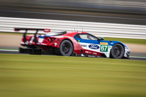 67 Ford GT en route to Silverstone victory