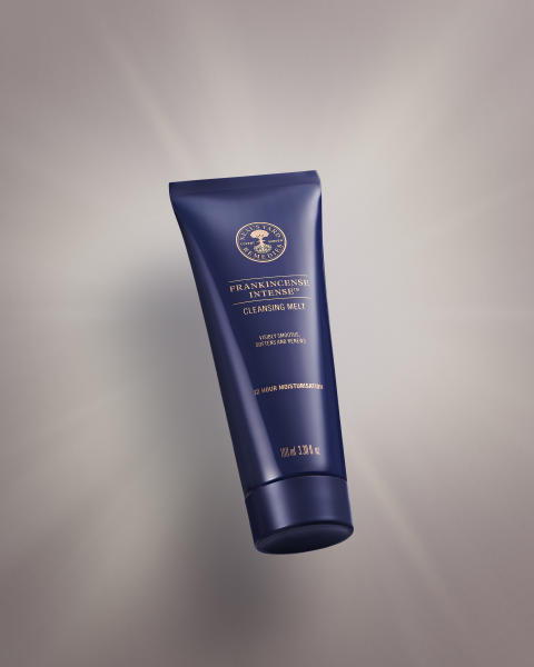 Neal´s Yard Remedies lanserar en ny lyxig ansiktsrengöring - Frankincense Intense™ Cleansing Melt
