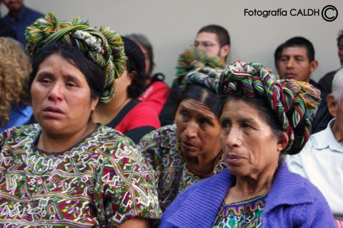Anhöriga under domstolsförhandlingarna mot ex-diktatorn Efraín Rios Montt.