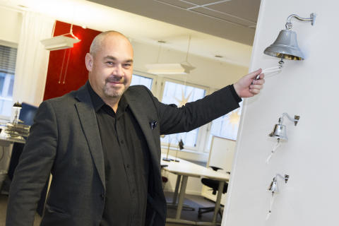 """Christian Söderberg ringer i """"stora säljklockan"""""""