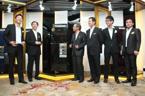 Panasonic Executives Announce New Glass Door Refrigerator