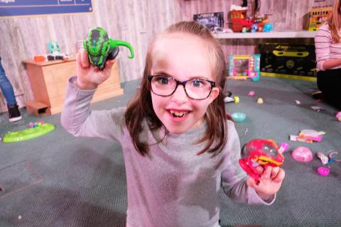 Dream Toys 2018 - Event Shots - Fingerlings Untamed Jailbreak T-Rex 3