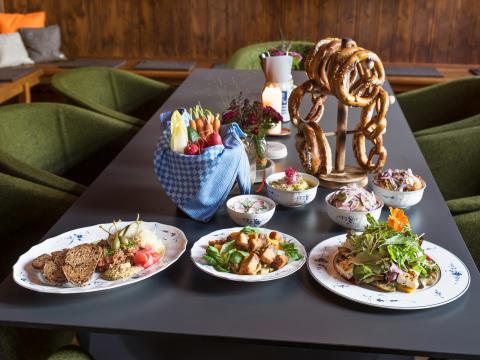 Villeroy & Boch in Munich's trendy Servus Heidi restaurant - classic Old Luxembourg meets modern Bavarian cuisine