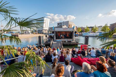 Blick auf die Bühne des Kieler Bootshafensommers
